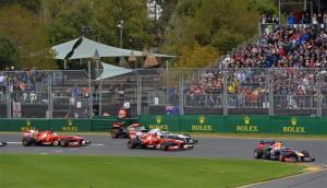 F1 - Pronti Via, Vettel davanti, le Ferrari inseguono.