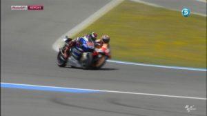 Lo scontro fra Marquez e Lorenzo all'ultima Curva