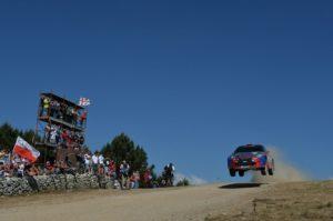 Kubica vola verso una nuova vittoria in WRC2 davanti ai suoi tanti fan italiani.