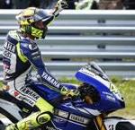 Rossi esulta dopo aver ottenuto la sua 106° vittoria in carriera