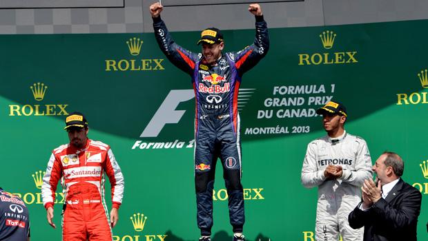 Vettel Esulta sul Podio fra Alonso e Hamilton