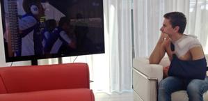 Un acciaccato Lorenzo guarda il GP da casa