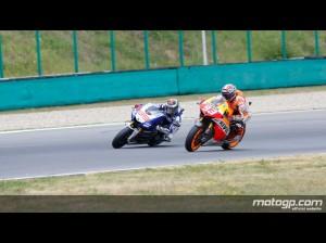 Marquez sorpassa Lorenzo e s'invola verso la quarta vittoria di fila