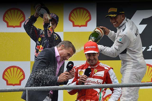 Hamilton, Vettel e Alonso scherzano con Coulthard durante le interviste sul podio