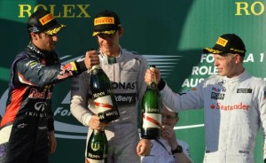 Ricciardo, Rosberg e Magnussen sul podio. Il pilota australiano sarà squalificato dopo le verifiche.