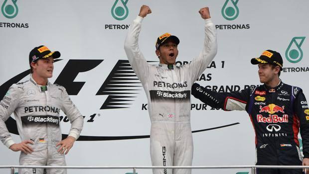 Il podio del Gp di Malesia con Hamilton fra Rosberg e Vettel
