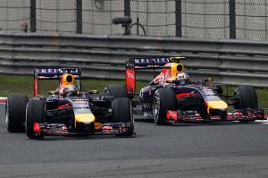 Momenti della battaglia fra Ricciardo e Vettel