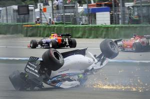 Massa a testa in giù dopo il contatto con Magnussen dopo la partenza