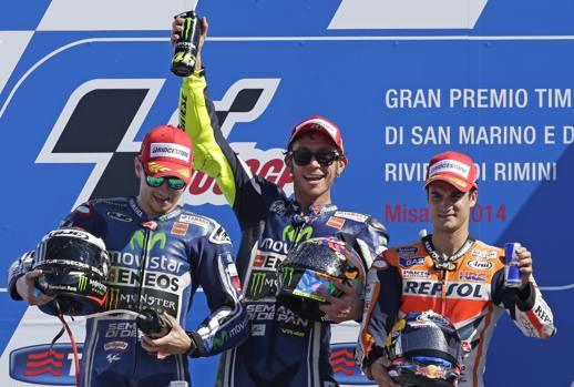 Il podio del GP con Rossi festante in mezzo a Lorenzo e Pedrosa