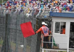La bandiera rossa chiude il GP del Giappone