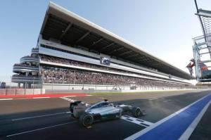 Hamilton vince in Russia la nona gara della stagione.