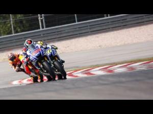 Lorenzo, Rossi, Marquez, il trio che ha infiammato la gara.