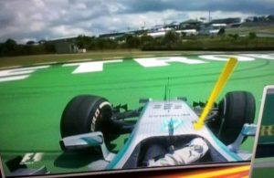 L'errore di Hamilton nel tentativo di passare Rosberg ai box