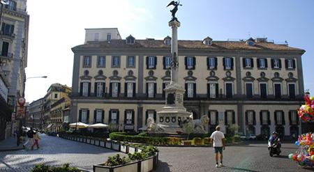 Napoli, Piazza de' Martiri