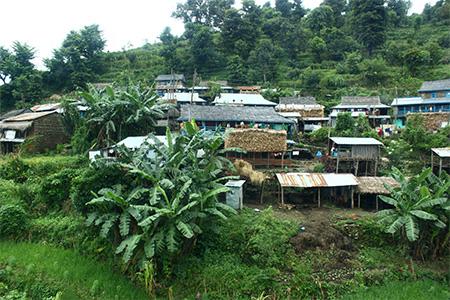 Villaggio lungo la collina