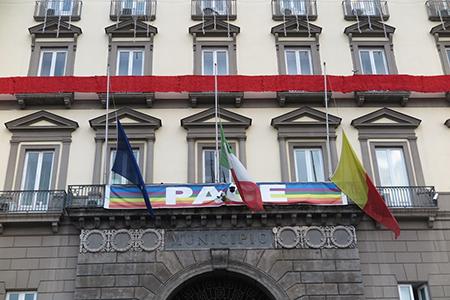 Comune di Napoli: bandiere a mezz'asta per strage Berlino