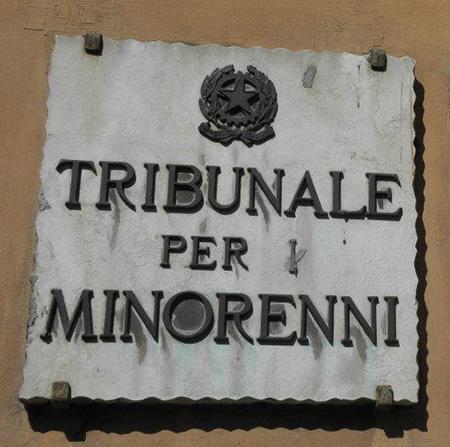 Telefono azzurro 39 chiusura dei tribunali per minori sar for Telefono camera dei deputati