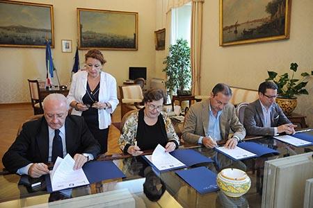 De Luca protocollo roghi firma, foto Massimo Pica