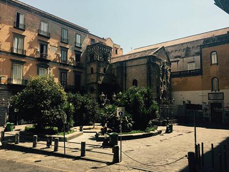 Largo San Giovanni Maggiore, Napoli