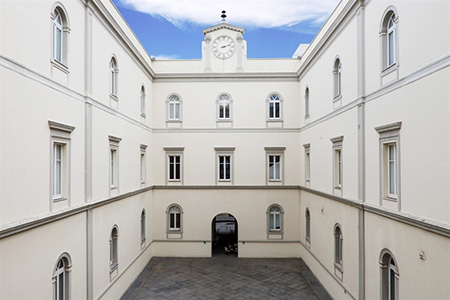 Museo MADRE, cortile