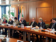 Tavolo di lavoro, ph. Lombardia Quotidiano