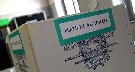 Oggi si vota fino alle 23 per il Parlamento e la Regione