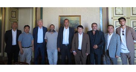Luigi de Magistris e delegazione cinese