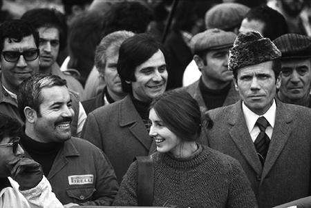 Sciopero degli operai della Pirelli in Piazza Duca D'Aosta, Milano, 1970, Archivio Uliano Lucas
