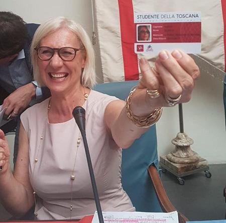 Monica Barni con la Carta dello Studente