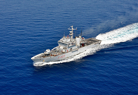 Nave Spica ph. Marina Militare