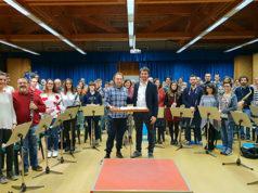 Alessandro Corbetta con i componenti della Banda Santa Cecilia e il Maestro Armando Saldarini