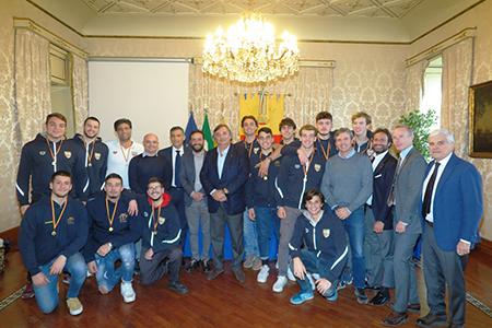Ciro Borriello e squadra di pallanuoto Under 20 del Circolo Canottieri Napoli