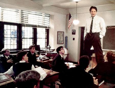 Robin Williams nel ruolo di John Keating nel film 'L'attimo fuggente'