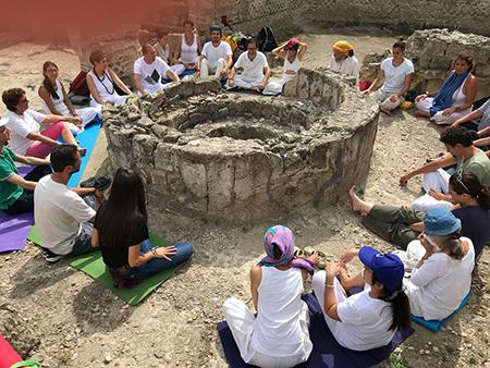 'Lo Yoga per i Musei - I Musei per lo Yoga' a Cuma (NA)