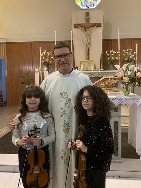 Padre Luigi Merola con Federica e Francesca
