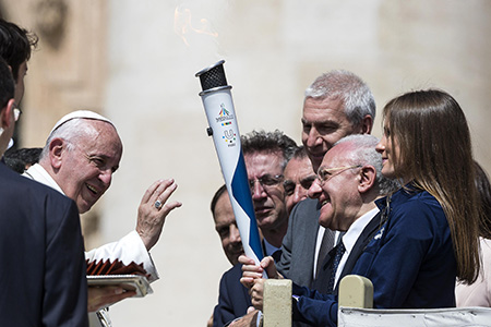 Papa Francesco e la Torcia dell'Universiade
