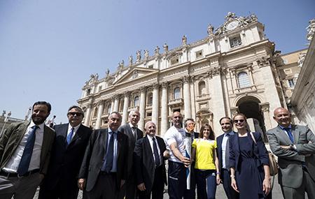 La Torcia dell'Universiade a Città del Vaticano