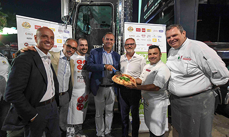 de Magistris al 'Napoli Pizza Village 2019'