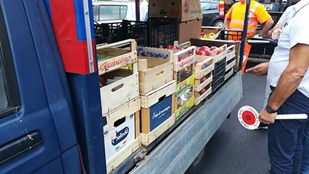 vendita ambulante di frutta e verdura abusiva.