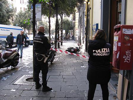Rapina in corso Garibaldi a Napoli