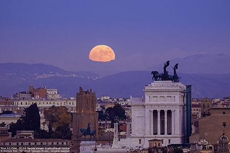 Moonrise Altare della Patria Rome 13-12-2016 ph Gianluca Masi