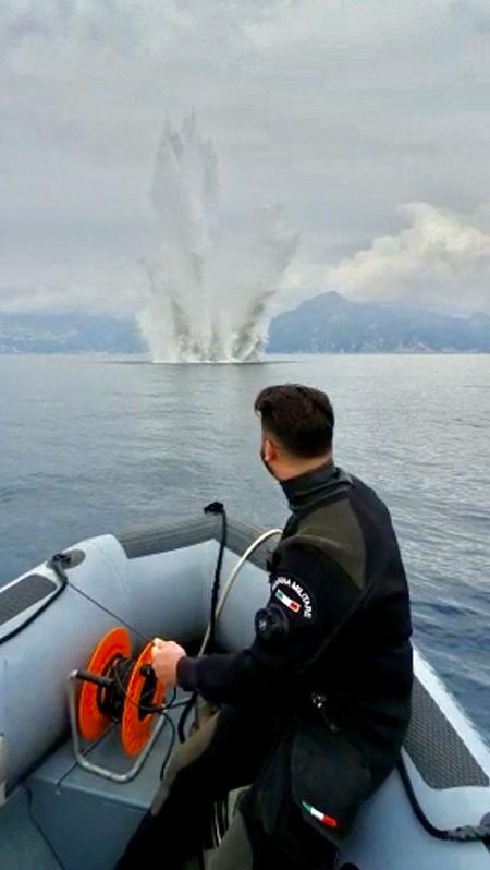bomba d'aereo ph Marina Militare
