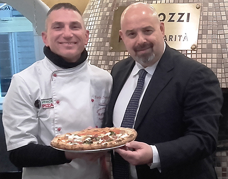 Paolo Surace e Rosario Lopa con la Pizza Sant'Antantuono 2020