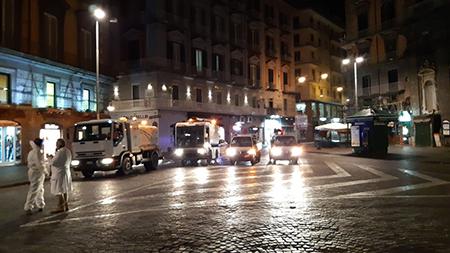 Igienizzazione piazza Trieste e Trento a Napoli