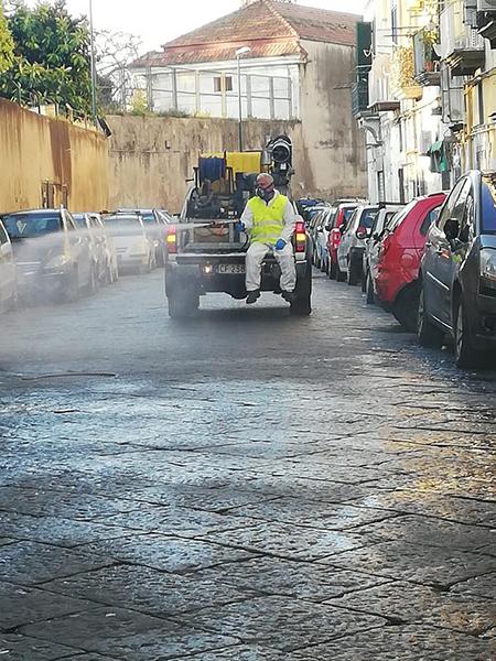 Igienizzazione strade di Napoli