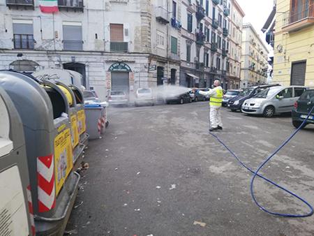 Napoli igienizzazione strade