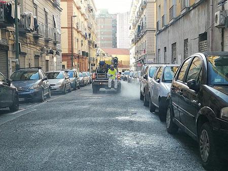 Napoli, lavaggio e igienizzazione strade