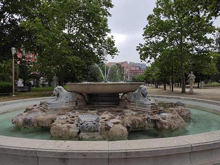 Fontana Tazza di Porfido nella Villa Comunale di Napoli