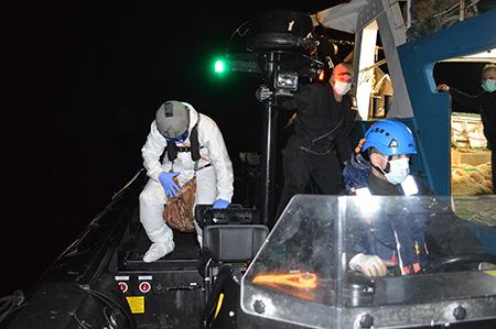 Hurricane assiste peschereccio Naucrates ph Marina Militare