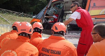 Elicottero soccorso incendio volontari boschi